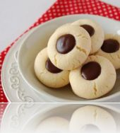 4286-biscuits-in-the-middle-hole-stuffed-with-chocolate.jpg